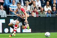EINDHOVEN - PSV - FC Groningen , Voetbal , Seizoen 2015/2016 , Eredivisie , Philips stadion , 16-08-2015 , PSV speler Santiago Arias (l) wordt vastgehouden door FC Groningen speler Bryan Linssen (r)