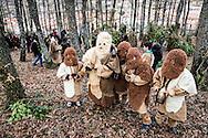 La Foresta che cammina - Carnevale di Satriano di Lucania 2016<br /> <br /> 07/02/2016 Satriano di Lucania (PZ)<br /> <br /> Nella foto: un gruppo di bambini vestiti da orsi, maschera tipica del carnevale di Satriano di Lucania insieme al Rumit