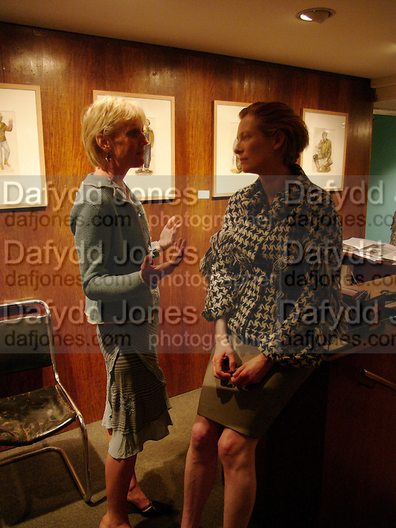 Laura Lonsdale and tilda Swinton, Exhibition of new work by John Byrne,  the Fine Art society. 5 May 2004. SUPPLIED FOR ONE-TIME USE ONLY> DO NOT ARCHIVE. © Copyright Photograph by Dafydd Jones 66 Stockwell Park Rd. London SW9 0DA Tel 020 7733 0108 www.dafjones.com