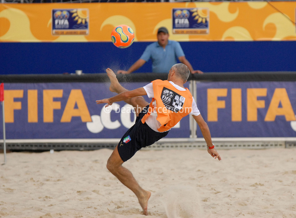 Football-FIFA Beachsoccer World Cup 2006-Group D- Italy- Training session in Rio de Janeiro Brazil-31/10/2006.<br /> Mandatory credit: Photocamera/Marco Antonio Rezende.