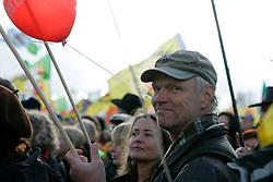 Der niedersächsische Landtagsabgeordnete Kurt Herzog (Die Linke) besucht die bundesweite Anti-Atom-Kundgebung in Splietau bei Dannenberg im Wendland. 50.000 Menschen protestieren friedlich gegen die Atompolitik der schwarz-gelben Regierung. Im Bild: Kurt Herzog, Lokalpolitiker aus dem Wendland für die Partei Die Linke und die SoLi<br /> <br /> Ort: Splietau<br /> Copyright: Karin Behr<br /> Quelle: PubliXviewinG