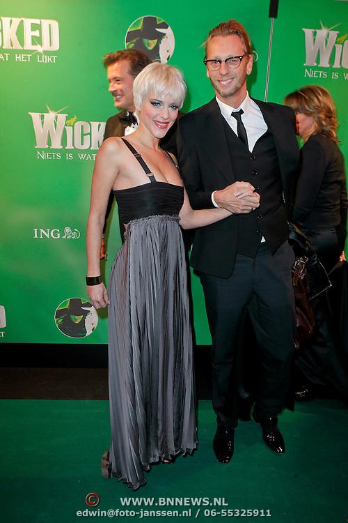 NLD/Scheveningen/20111106 - Premiere musical Wicked, Stacey Rookhuizen en stylist