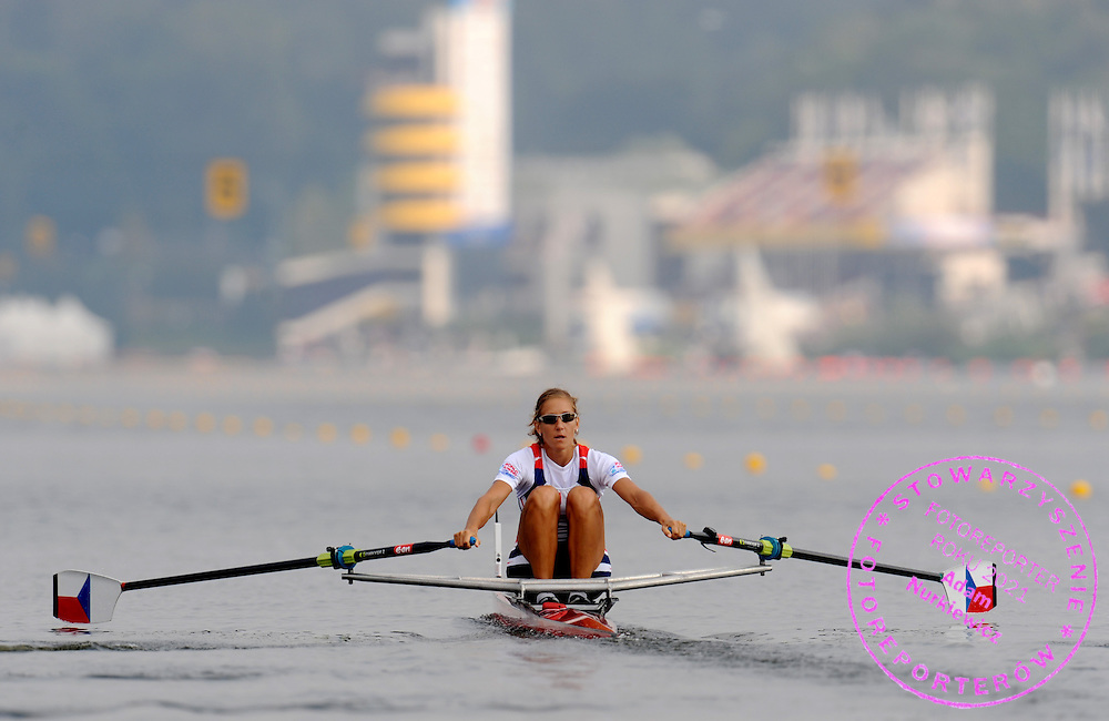 MIRKA KNAPKOVA (CZECH REPUBLIC) COMPETES IN THE SEMIFINAL WOMEN'S SINGLE SCULLS DURING DAY FIVE OF REGATTA WORLD ROWING CHAMPIONSHIPS ON MALTA LAKE IN POZNAN, POLAND...POZNAN , POLAND , AUGUST 27, 2009..( PHOTO BY ADAM NURKIEWICZ / MEDIASPORT )..PICTURE ALSO AVAIBLE IN RAW OR TIFF FORMAT ON SPECIAL REQUEST.