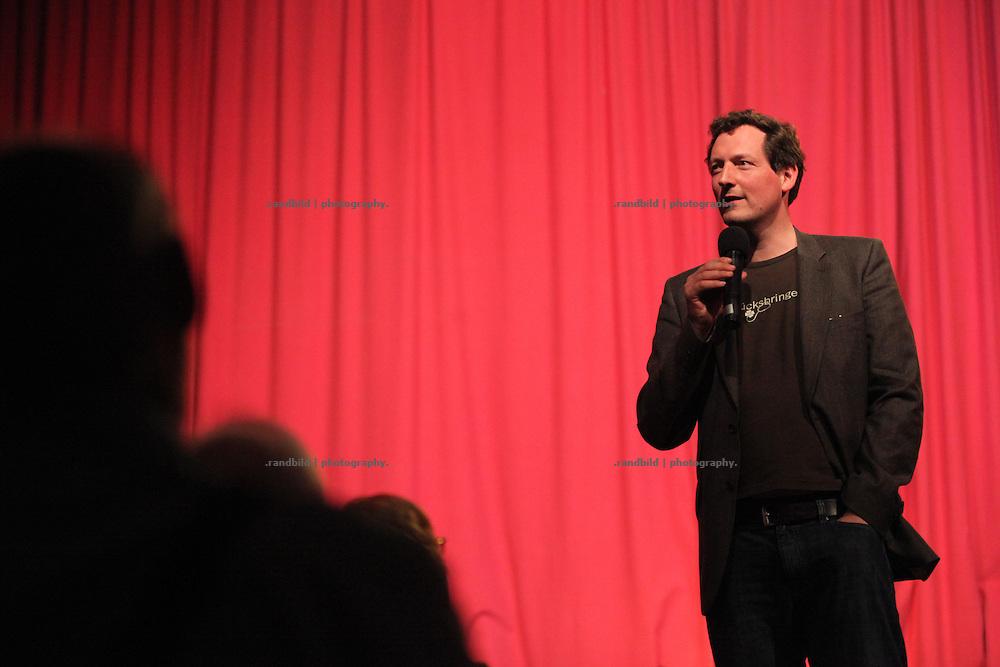 Lachparade 2009 in Salderatzen (Lüchow-Dannenberg). Eckart von Hirschhausen as the presenter of the Lachparade artists.