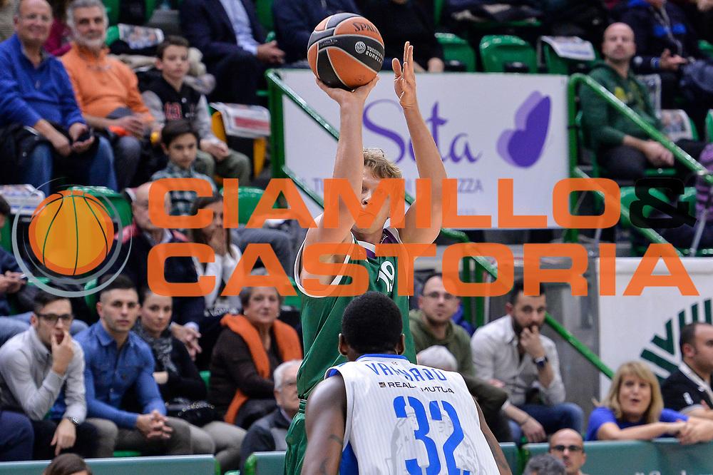 DESCRIZIONE : Eurolega Euroleague 2015/16 Gir.D Dinamo Banco di Sardegna Sassari - Unicaja Malaga<br /> GIOCATORE : Mindaugas Kuzminskas<br /> CATEGORIA : Tiro Tre Punti Three Point<br /> SQUADRA : Unicaja Malaga<br /> EVENTO : Eurolega Euroleague 2015/2016<br /> GARA : Dinamo Banco di Sardegna Sassari - Unicaja Malaga<br /> DATA : 10/12/2015<br /> SPORT : Pallacanestro <br /> AUTORE : Agenzia Ciamillo-Castoria/L.Canu