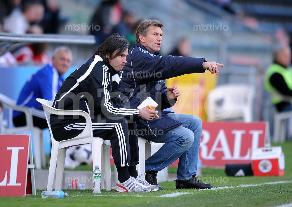 Fussball 3. Bundesliga :  Saison   2009/2010  34. Spieltag   SpVgg Unterhaching - Dynamo Dresden   13.04.2010 Trainer Klaus Augenthaler mit Co Trainer Matthias Lust (v. re., Unterhaching)