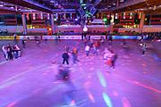 Mannheim. 03.11.17 | Eisdisco in der Eishalle.<br /> Neckarstadt. Leistungszentrum Eissport.<br /> Eisdisco in der Eislaufhalle.<br /> Zu Black, House 80er, 90er und aktuellen Charts über die Eisfläche tanzen, die neuesten Sprünge zeigen oder einfach Freunde treffen und mit ihnen Runden zu tollen Lichteffekten drehen.<br /> <br /> <br /> BILD- ID 22260 |<br /> Bild: Markus Prosswitz 03NOV17 / masterpress (Bild ist honorarpflichtig - No Model Release!)