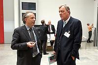 """26 APR 2004, BERLIN/GERMANY:<br /> Matthias Machnig (L), Mitglied der Geschaeftsfuehrung von Booz Allen Hamilton und ehem. SPD Bundesgeschaeftsfuehrer, und Michael Spreng (R), Medien- und Kommunikationsberater, im Gespraech, Kongress """"Politik als Marke - Politik zwischen Kommunikation und Inszenierung"""", ein Projekt der Politikfabrik, dbb Forum Berlin<br /> IMAGE: 20040426-02-002<br /> KEYWORDS: Gespräch"""