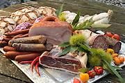 Stillleben mit Wurstwaren, Odenwald, Naturpark Bergstraße-Odenwald, Hessen, Deutschland | still life with sausages, Buchen, Odenwald, Hesse, Germany