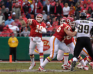Kansas City Chiefs quarterback Trent Green (10) throws the ball down field in the first half against Jacksonville at Arrowhead Stadium in Kansas City, Missouri, December 31, 2006.  The Chiefs beat the Jaguars 35-30.<br />