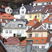 Noorwegen Bergen 30 december 2008 20081230 Foto: David Rozing .Havenstad Bergen, huizen op de heuvels rondom  het centrum .The city of Bergen, houses on the hillside..Foto: David Rozing