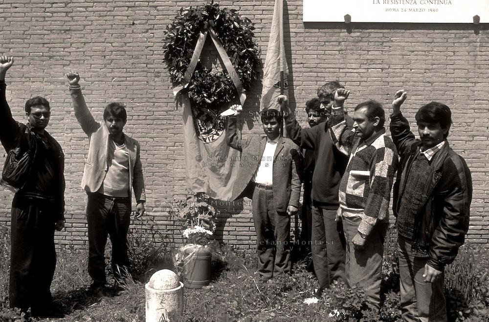 Roma 25 Aprile 2009.Un gruppo di immigrati dell'Asia rende omaggio alla lapide a Porta San Paolo il giorno della festa della Liberazione..Il seconda da sinistra è Mazufar Ali Khan pakistano, detto  Sher Khan