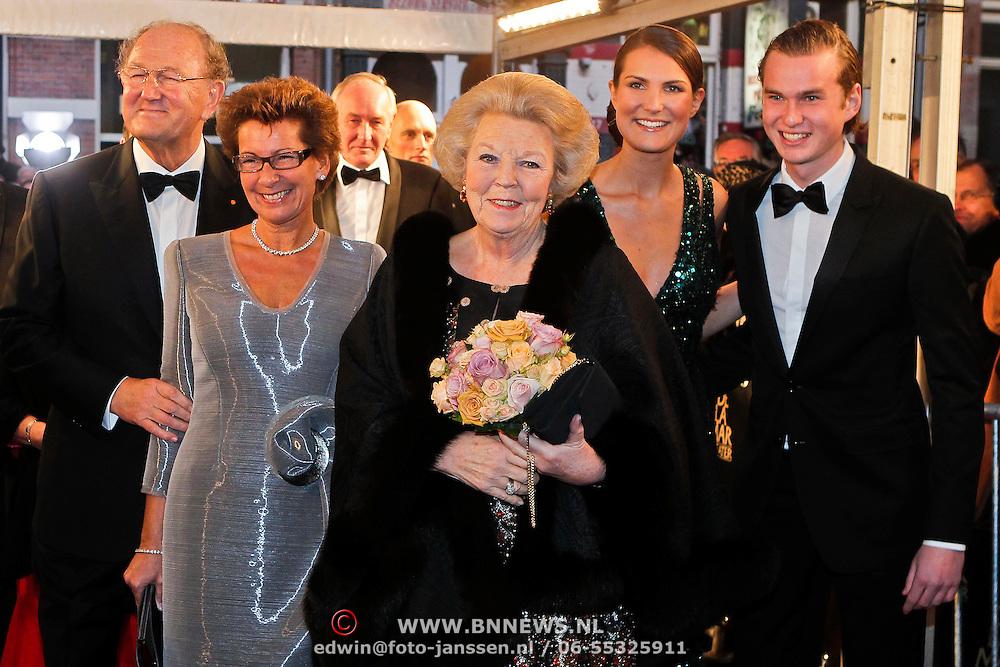NLD/Amsterdam/20101128 - Opening Delamar theater, joop van der Ende, partner Janine Klijburg en koninging Beatrix