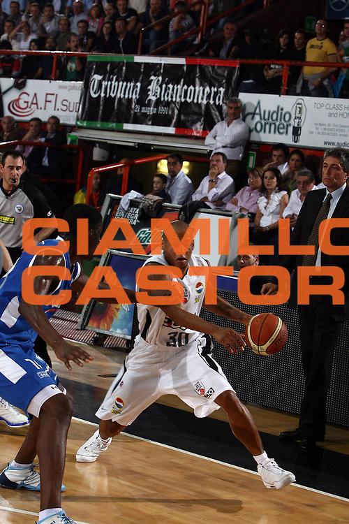 DESCRIZIONE : Caserta Lega A1 2008-09 Eldo Caserta NGC Cantu <br /> GIOCATORE : Guillermo Diaz<br /> SQUADRA : Eldo Caserta<br /> EVENTO : Campionato Lega A1 2008-2009 <br /> GARA : Eldo Caserta NGC Cantu<br /> DATA : 19/10/2008<br /> CATEGORIA : palleggio<br /> SPORT : Pallacanestro <br /> AUTORE : Agenzia Ciamillo-Castoria/E.Castoria