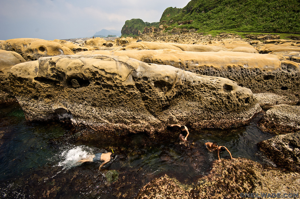 Hoping Island (???) in Keelung, Taiwan (?????) even alows visitors to swim in the tidal pools.