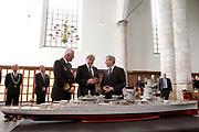 Prins Willem-Alexander bij de 70e herdenking bij van de slag in de Javazee in de Kloosterkerk , Den Haag.<br /> <br /> Prince Willem-Alexander at the 70th commemoration of the battle in the Java Sea in the Monastery Church, The Hague.<br /> <br /> Op de foto/ On the photo:  Prins Willem Alexander bij een schaalmodel van de Hr.Ms. Karel Doorman /// Prince Willem Alexander at a scale model of the HMS Karel Doorman