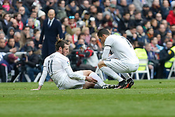 17.01.2016, Estadio Santiago Bernabeu, Madrid, ESP, Primera Division, Real Madrid vs Real Sporting, 20. Runde, im Bild Real Madrid´s Gareth Bale (L) gets injured // during the Spanish Primera Division 20th round match between Real Madrid and Real Sporting at the Estadio Santiago Bernabeu in Madrid, Spain on 2016/01/17. EXPA Pictures © 2016, PhotoCredit: EXPA/ Alterphotos/ Victor Blanco<br /> <br /> *****ATTENTION - OUT of ESP, SUI*****