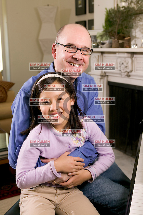 Portrait of Paul Banas ('79)( majored in  French at the University of Minnesota)  with his daughter Hadley.  age 7.  Banas  started  GreatDad.com,  in 2005 offering parenting advice.  Photo by Kim Kulish