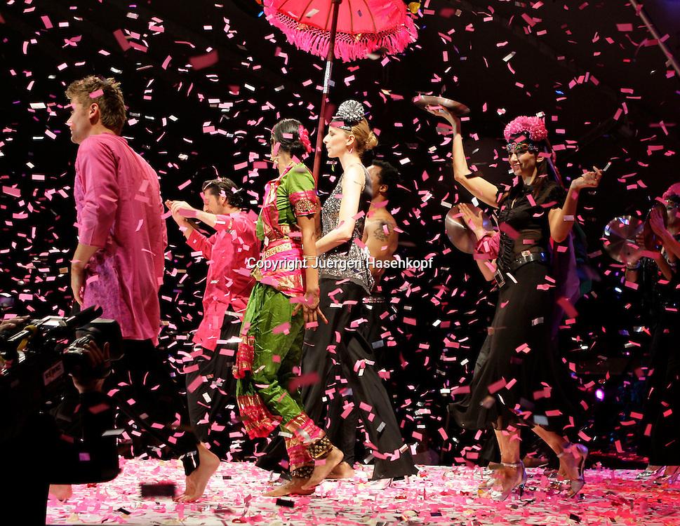 Gerry Weber Open Fashion Night im Rahmen der 17.GERRY WEBER OPEN in Halle (Westf),Grosse Gala mit Modenschau im Gerry Weber Event&Convention Center...Foto: Juergen Hasenkopf...