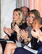 Uitreiking van de Prins Claus Prijs 2014 n het Koninklijk Paleis in Amsterdam.<br /> <br /> Presentation of the Prince Claus Award in 2014 n the Royal Palace in Amsterdam.<br /> <br /> op de foto / On the photo: koningin Maxima, prinses Beatrix, prinses Mabel,