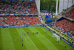 LENS, FRANCE - Thursday, June 16, 2016: Wales players applaud the supporters at the end of the UEFA Euro 2016 Championship Group B match against England at the Stade Bollaert-Delelis. (Pic by Paul Greenwood/Propaganda)