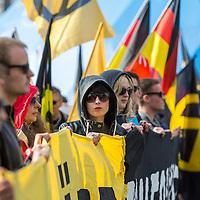 """Knapp 100 Mitglieder und Anhänger der sog. """"Identitären"""" demonstrierten am Freitag den 17. Juni 2016 in Berlin. Angemeldet waren laut Veranstalter 400 Teilnehmer. Die rechtsextremen Teilnehmer des Aufmarsches kamen aus Berlin, Bayern und Österreich und skandierten Parolen wie """"Berlin ist unsere Stadt"""", """"Festung Europa, macht die Grenzen dicht"""" und No Border, No Nation, Stop Immigration""""."""