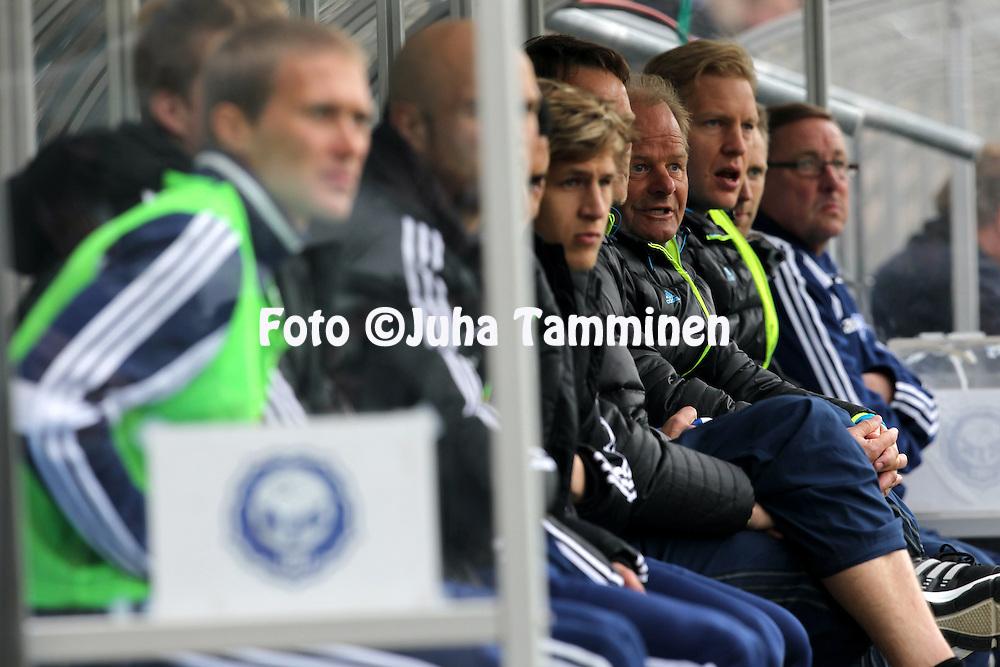 6.5.2012, Sonera Stadion, Helsinki..Veikkausliiga 2012..HJK Helsinki - Inter Turku..Valmentaja Antti Muurinen & HJK:n penkki.