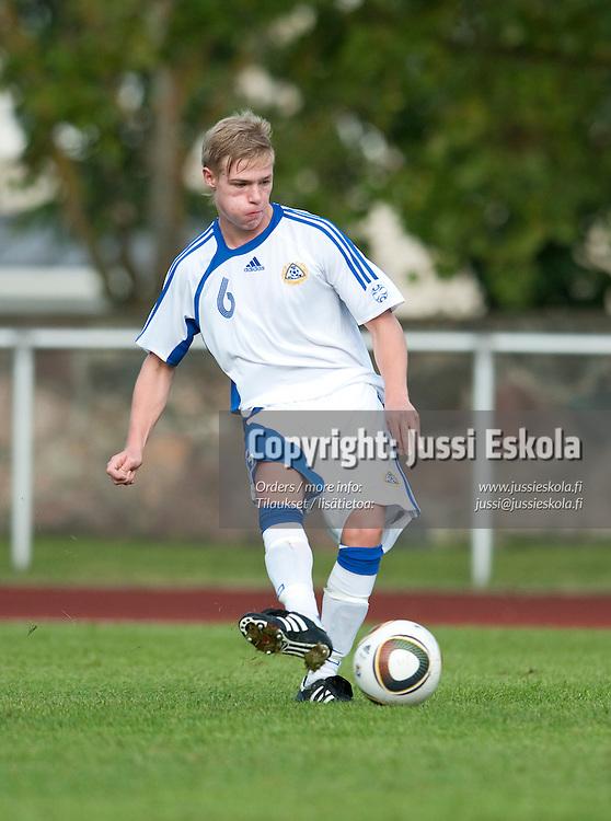Saku Kvist. Suomi - Ruotsi. Alle 16-vuotiaiden maaottelu. U16 (s. 1995-). Parainen 23.8.2010. Photo: Jussi Eskola