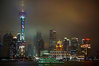 Chine, Shanghai, vue de Pudong depuis le Bund, rivière Huangpu //  China, Shanghai, Pudong District, Buildings of Pudong from the Bund, Huangpu River