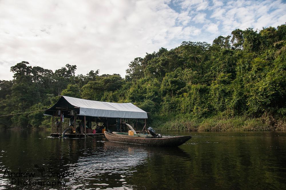 Diamond mining in the upper-Potaro River, Guyana. World Wildlife Fund/Global Wildlife Conservation Biodiversity Assessment Team 2-Potaro Plateau