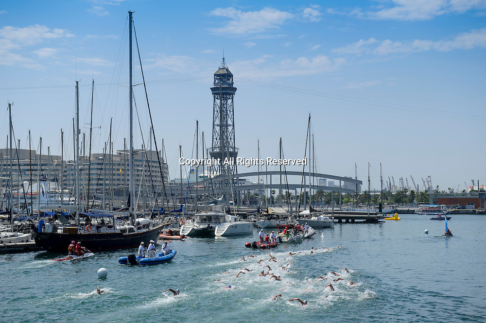 22.07.2013 Barcelona, Spain. Swimmers in action on lap 2 during the Mens 10km Open Water Swimming competition on Day 3 of the 2013 FINA World Championships at Port Vell.