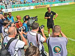 09.08.2015, Stadion an der Gellertstraße, Chemnitz, GER, DFB Pokal, Chemnitzer FC vs Borussia Dortmund, im Bild Thomas Tuchel (Trainer, Borussia Dortmund) umringt von Fotografen // during German DFB Pokal first round match between Chemnitzer FC and Borussia Dortmund at the Stadion an der Gellertstraße in Chemnitz, Germany on 2015/08/09. EXPA Pictures © 2015, PhotoCredit: EXPA/ Eibner-Pressefoto/ Harzer<br /> <br /> *****ATTENTION - OUT of GER*****