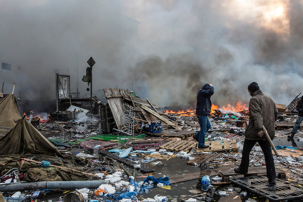 KIEV, UKRAINE - FEBRUARY 19: Anti-government protesters walk amid debris and flames near the perimeter of Independence Square, known as Maidan, on February 19, 2014 in Kiev, Ukraine. After several weeks of calm, violence has again flared between police and anti-government protesters, who are calling for the ouster of President Viktor Yanukovych over corruption and an abandoned trade agreement with the European Union. (Photo by Brendan Hoffman/Getty Images) *** Local Caption ***