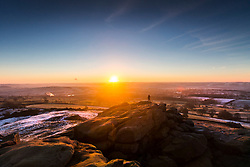 © Licensed to London News Pictures. 12/12/2017. North Rigton UK. The sun rises this morning seen from the top of Almscliffe Crag, a Millstone Grit outcrop in the village of North Rigton near Harrogate. Photo credit: Andrew McCaren/LNP