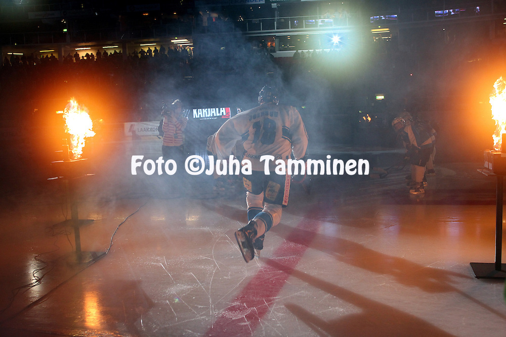 7.11.2012, HK-Areena, Turku, Finland..Euro Hockey Tour - Karjala-turnaus 2012. Suomi - Ven?j? / Finland v Russia..Jesse Joensuu (Suomi) luistelee kaukaloon...