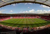 Photo: Andrew Unwin.<br /> Middlesbrough v Everton. The Barclays Premiership. 29/04/2006.<br /> Everton warm up before their game against Middlesbrough on a sunny day at the Riverside Stadium.