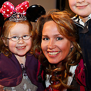 NLD/Amsterdam/20100401 - Inloop premiere Disney on Ice, Helga van Leur en kinderen Christiaan, Laurens, Madelaine
