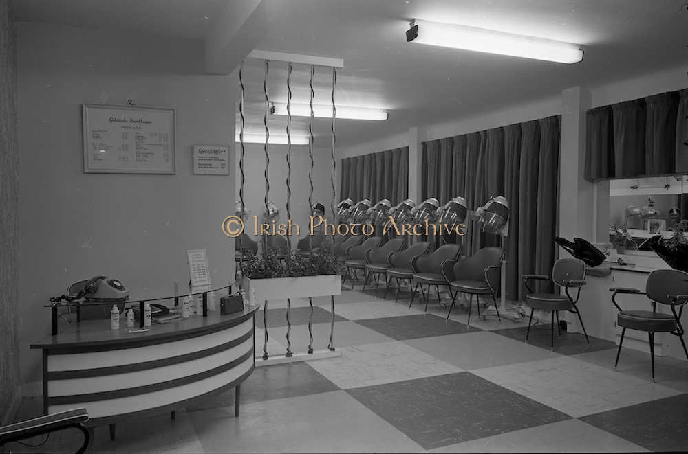 06/01/1966<br /> 01/06/1966<br /> 06 January 1966<br /> Interior shot of a hairdressing salon in Dublin.
