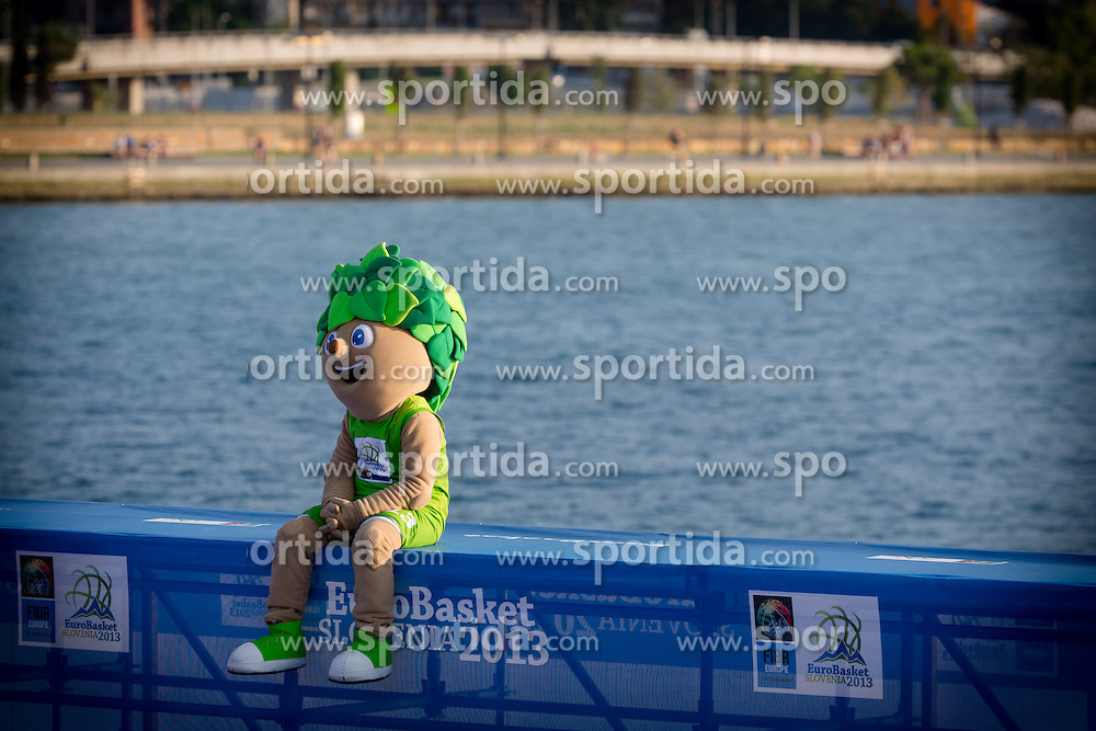 Lipko, official mascot of EuroBasket 2013, during exhibition match between Croatia, Italy and Slovenia at Eurobasket 2013 promotion Basketball on sea raft on August 24, 2013, Koper, Slovenia. (Photo by Matic Klansek Velej / Sportida.com)