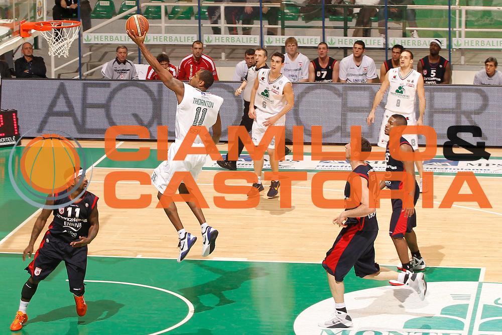 DESCRIZIONE : Siena Lega A 2011-12 Montepaschi Siena Banca Tercas Teramo<br /> GIOCATORE : Bootsy Thornton<br /> CATEGORIA : tiro<br /> SQUADRA : Montepaschi Siena<br /> EVENTO : Campionato Lega A 2011-2012<br /> GARA : Montepaschi Siena Banca Tercas Teramo<br /> DATA : 22/01/2012<br /> SPORT : Pallacanestro<br /> AUTORE : Agenzia Ciamillo-Castoria/P.Lazzeroni<br /> Galleria : Lega Basket A 2011-2012<br /> Fotonotizia : Siena Lega A 2011-12 Montepaschi Siena Banca Tercas Teramo<br /> Predefinita :