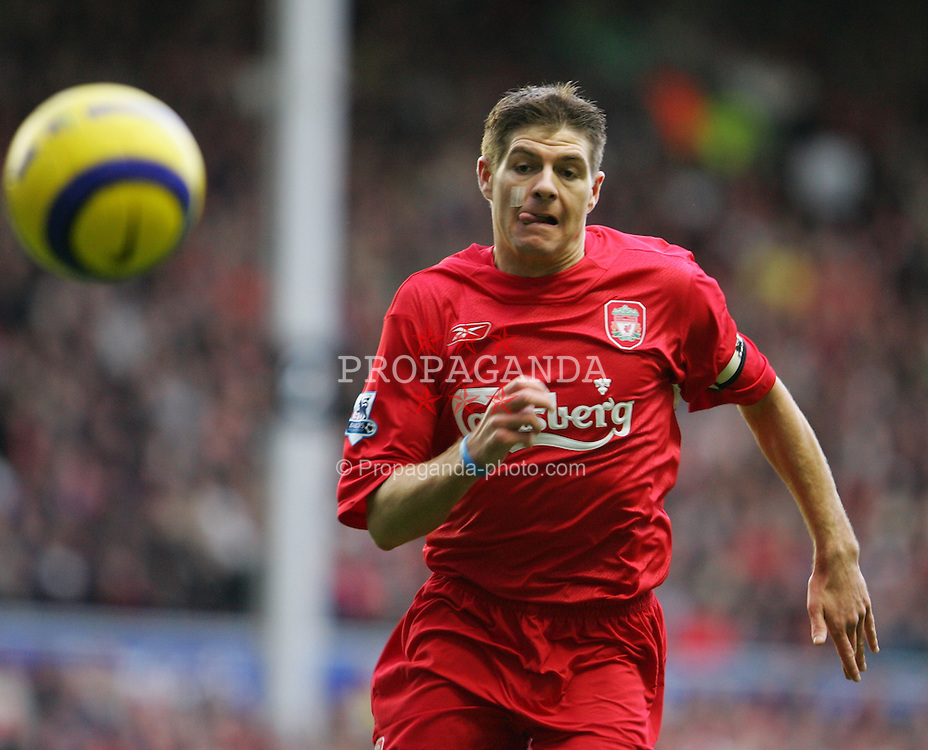LIVERPOOL, ENGLAND - SATURDAY JANUARY 1st 2005: Liverpool's captain Steven Gerrard in action against Chelsea during the Premiership match at Anfield. (Pic by David Rawcliffe/Propaganda)
