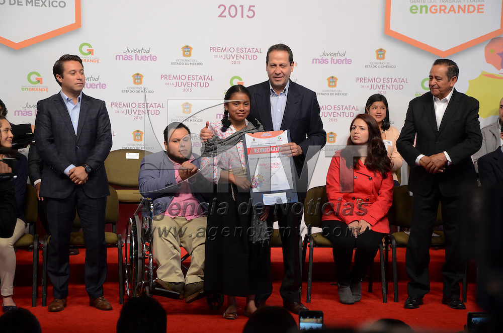 Toluca, México (Septiembre 01, 2016).- Eruviel Ávila Villegas, gobernador del Estado de México realizó la entrega del Premio Estatal de la Juventud 2015, en donde fueron reconocidos 24 jóvenes.  Agencia MVT / José Hernández.