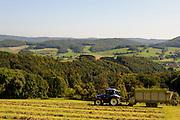Heuernte, Landschaft, Fischbachtal, Odenwald, Hessen, Deutschland | hay making, landscape, Fischbachtal, Odenwald, Hesse, Germany