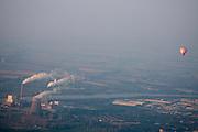 Luchtballon bij de Amercentrale van Essent bij Geertruidenberg<br /> <br /> Air balloon above the Amercentrale, a powerplant of Essent, nearby Geertruidenberg