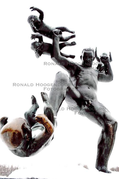 06-02-2009 ALGEMEEN: WK ALLROUND: HAMAR<br /> Het Vigeland beeldenpark is 1 van Oslo's meest bekende attracties. Met granieten, ijzeren en bronzen beelden heeft Adolf Gustav Vineland een mooie colletie gecreeerd waarin een bijzondere kijk op de levenscyclus van de mens te zien is.<br /> &copy;2009-WWW.FOTOHOOGENDOORN.NL