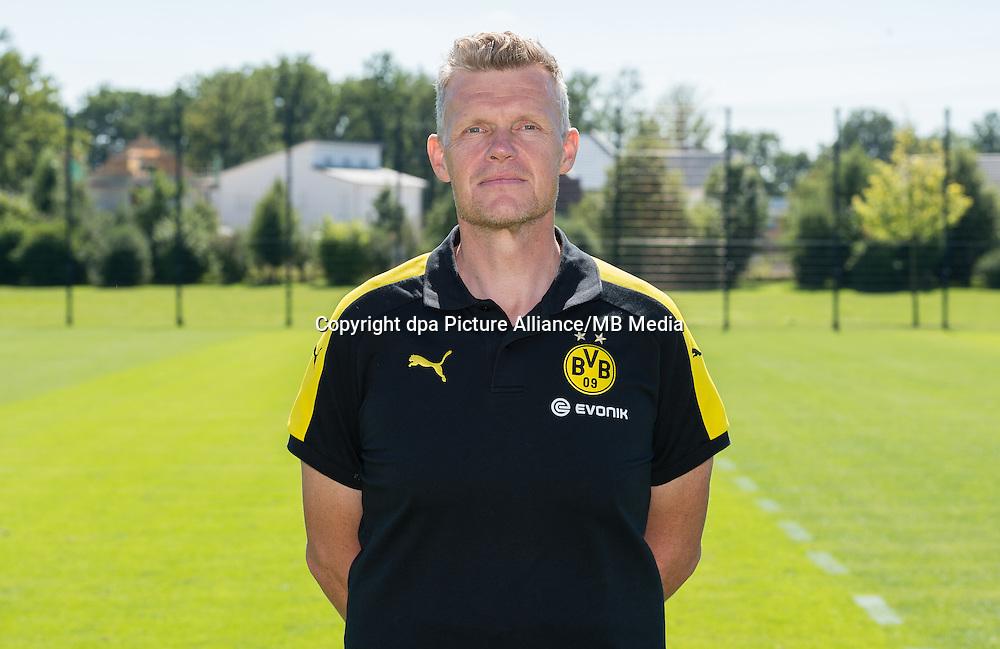 German Bundesliga - Season 2016/17 - Photocall Borussia Dortmund on 17 August 2016 in Dortmund, Germany: Physiotherapist Peter Kuhnt. Photo: Guido Kirchner/dpa | usage worldwide
