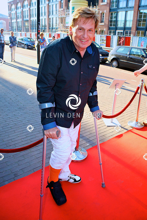 AMSTERDAM - In uitgaansgelegenheid Panama is de boek presenatie inclusief film van de Genootschap van Mendacium in premiere gegaan.  Met op de foto Henny Huisman met zijn been in het gips. FOTO LEVIN DEN BOER - PERSFOTO.NU