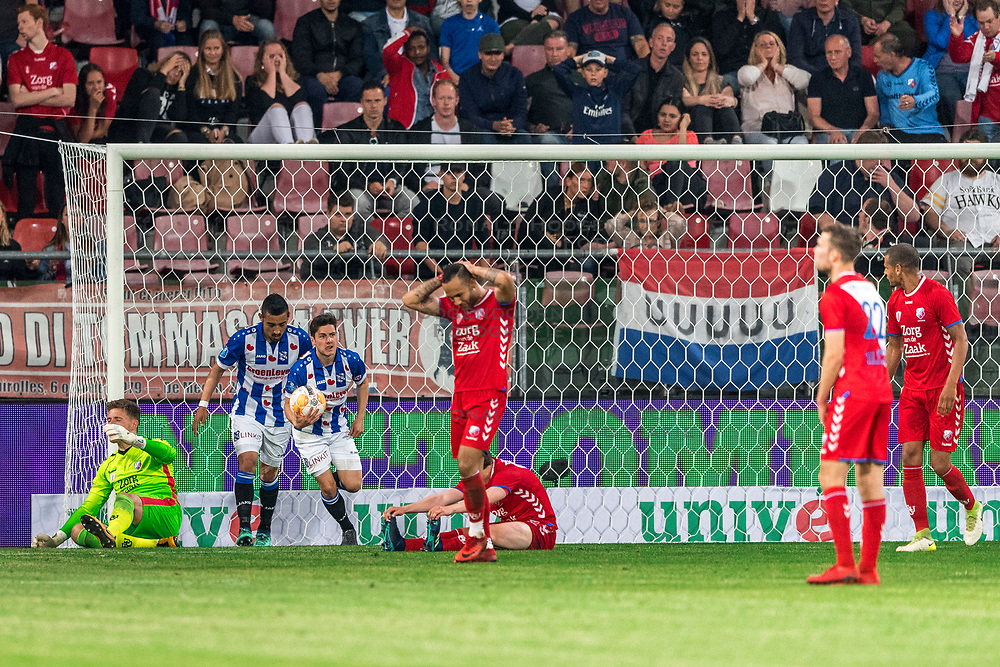 12-05-2018 NED: FC Utrecht - Heerenveen, Utrecht<br /> FC Utrecht win second match play off with 2-1 against Heerenveen and goes to the final play off / Marco Rojas #7 of SC Heerenveen score the 2-1. David Jensen #1 of FC Utrecht, Reza Ghoochannejhad #9 of SC Heerenveen, Rico Strieder #6 of FC Utrecht, Sean Klaiber #17 of FC Utrecht