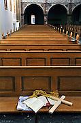 Nederland, Heel, 15-11-2011Voormalig klooster en internaat voor verstandelijk gehandicapte meisjes Sint Anna in Heel, gemeente Maasgouw. Begin vijftiger jaren was het sterftecijfer er verdacht hoog, evenals op het jongensinternaat Daelzicht, Sint Joseph. Justitie onderzocht de dood van 34 jongens op dat internaat, naar aanleiding van informatie van de commissie Deetman. Die deed onderzoek naar seksueel misbruik binnen de rooms-katholieke kerk. Uiteindelijk werd hiervoor in dit geval geen bewijs aangedragen.Zorg voor zwakzinnigen. De gebouwen wachten op verbouw tot appartementen, maar staan al jaren leeg.Op de foto de kerk, kapel.Foto: Flip Franssen/Hollandse Hoogte
