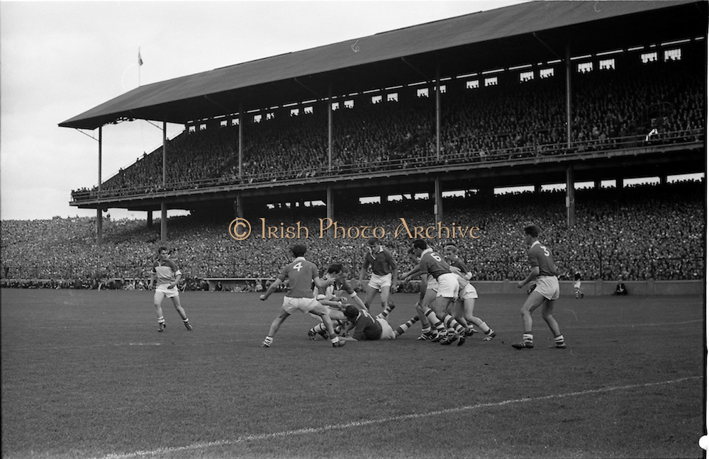 27/09/1964<br /> 09/27/1964<br /> 27 September 1964<br /> GAA All Ireland Minor Football final Cork V. Offaly at Croke Park, Dublin.